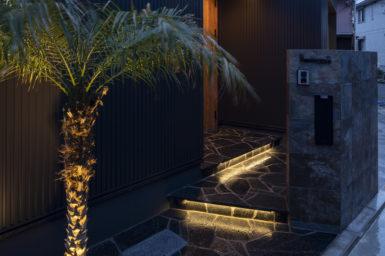 【注文住宅】横浜市南区の黒ガルバのガレージハウス