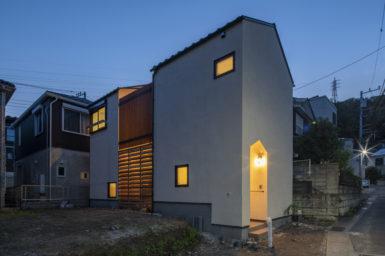 【注文住宅】スキップフロアと中庭のある三角屋根の家